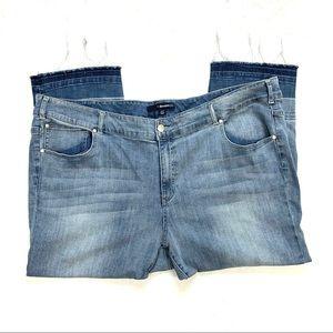 Denim 24/7 Cropped Frayed Hem Jeans Size 30W